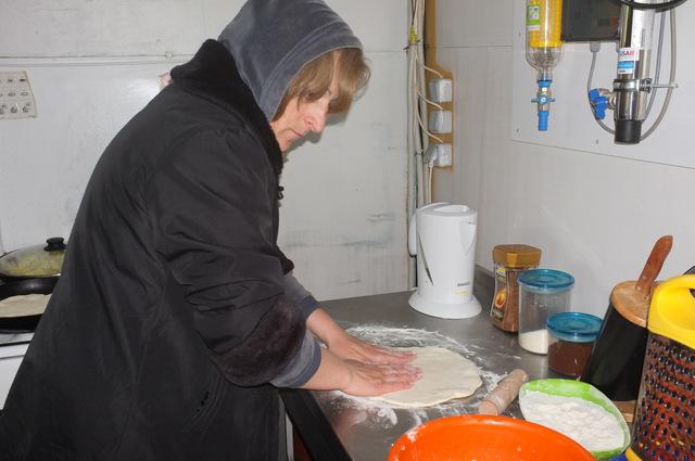 Грузия, Нино готовит хачапури