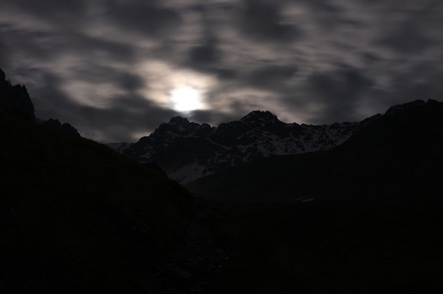 Гора Чаухи ночью